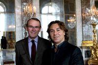 Jean-Jacques Aillagon et Roberto Alagna dans la galerie des Glaces © CVS