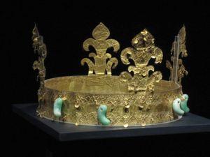 Couronne royale fleurdelisée © DR